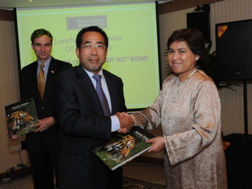 (6 October 2011) KLBC Luncheon in Honour of the Visit by US Senator - 1