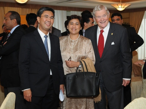 (6 October 2011) KLBC Luncheon in Honour of the Visit by US Senator - 2